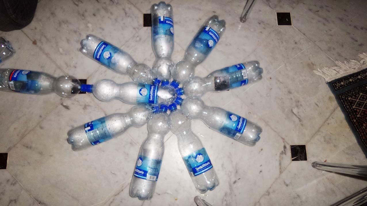 Stella Di Natale Con Bottiglie Di Plastica.Alberi Di Natale Con Materiale Riciclato Articolo Alberi Di Natale